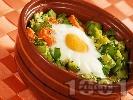Рецепта Печено гювече с моркови, тиквички, сирене, яйца и копър на фурна